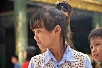 Enfant Team balai Yangon-Myanmar-Birmanie-blog-voyage-2016 42