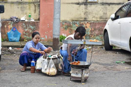 Vendeurs de rue Yangon-Myanmar-Birmanie-blog-voyage-2016 58