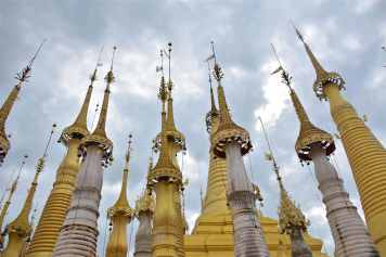 Stupas Lac-Inle-Myanmar-blog-voyage-2016 36