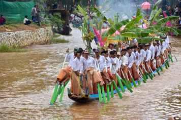Bateaux procession Lac-Inle-Myanmar-blog-voyage-2016 39