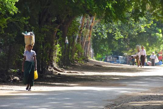 Femme Decouverte-Bagan-Myanmar-Birmanie-blog-voyage-2016 4