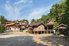 Bamboo temple Hsipaw Myanmar blog voyage 2016 15