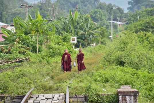 Moines train Hsipaw Myanmar blog voyage 2016 27