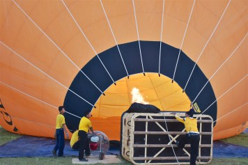Gonflage Montgolfieres-Bagan-Myanmar-Birmanie-blog-voyage-2016 8