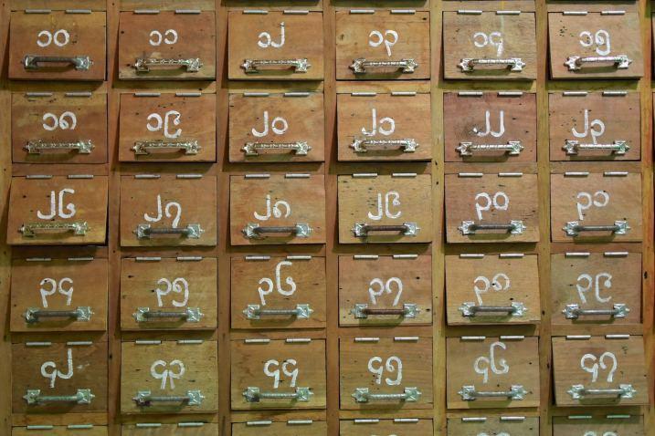 Range chaussures Mandalay-Inwa-Ubein-Myanmar-Birmanie-blog-voyage-2016 20