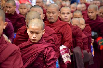 Moines repas Mandalay-Inwa-Ubein-Myanmar-Birmanie-blog-voyage-2016 31