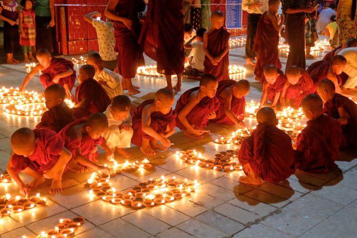 Fete lumieres Mahamuni bougies Mandalay-Sagaing-Mingun-Myanmar-Birmanie-blog-voyage-2016 42