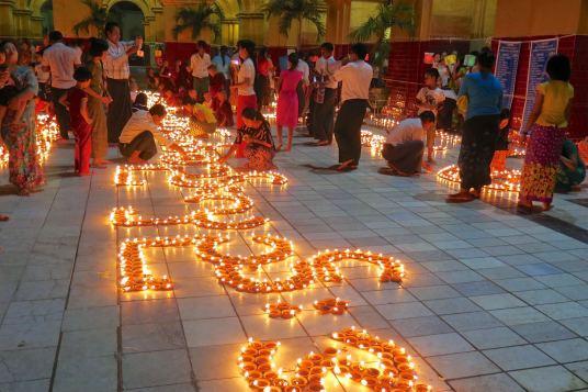 Fete lumieres Mahamuni bougies Mandalay-Sagaing-Mingun-Myanmar-Birmanie-blog-voyage-2016 43