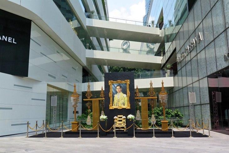 Hommage defunt roi Thailande Bangkok-fin-voyage-blog-voyage-2016 7