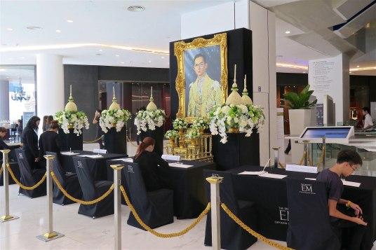 Hommage defunt roi Thailande Bangkok-fin-voyage-blog-voyage-2016 8