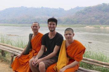 Rencontre de moines novices, à Luang Prabang au Nord Laos