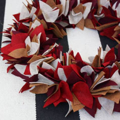 Felt Autumn Wreath by Elise Blaha Cripe - Shared on For the Love of…Autumn at www.elistonbutton.com - Eliston Button - That Crafty Kid – Art, Design, Craft & Adventure.