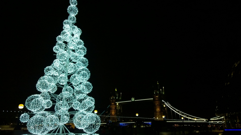 alternative christmas tree and tower bridge