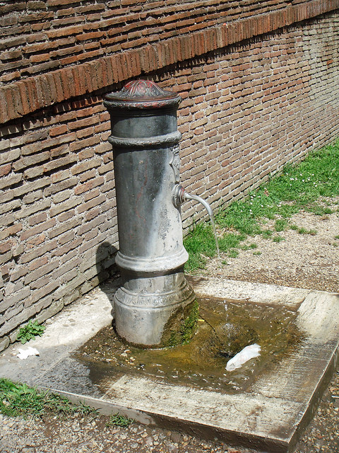Rome water fountain - free water
