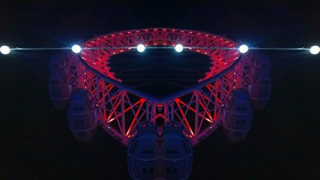 Red London Eye mirror effect