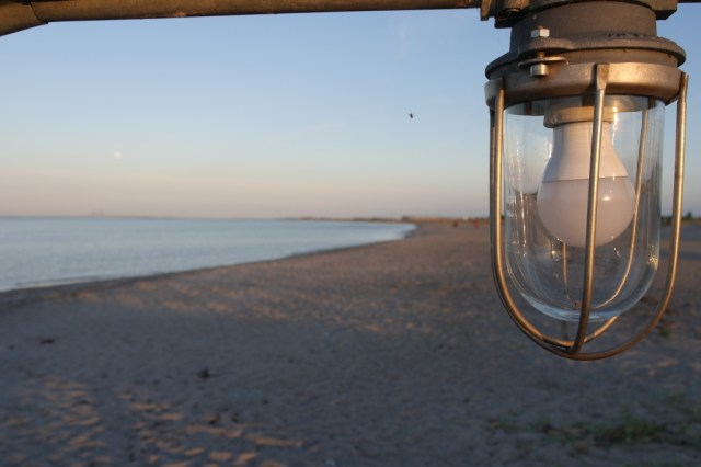 Lightbulb at Malmo beach