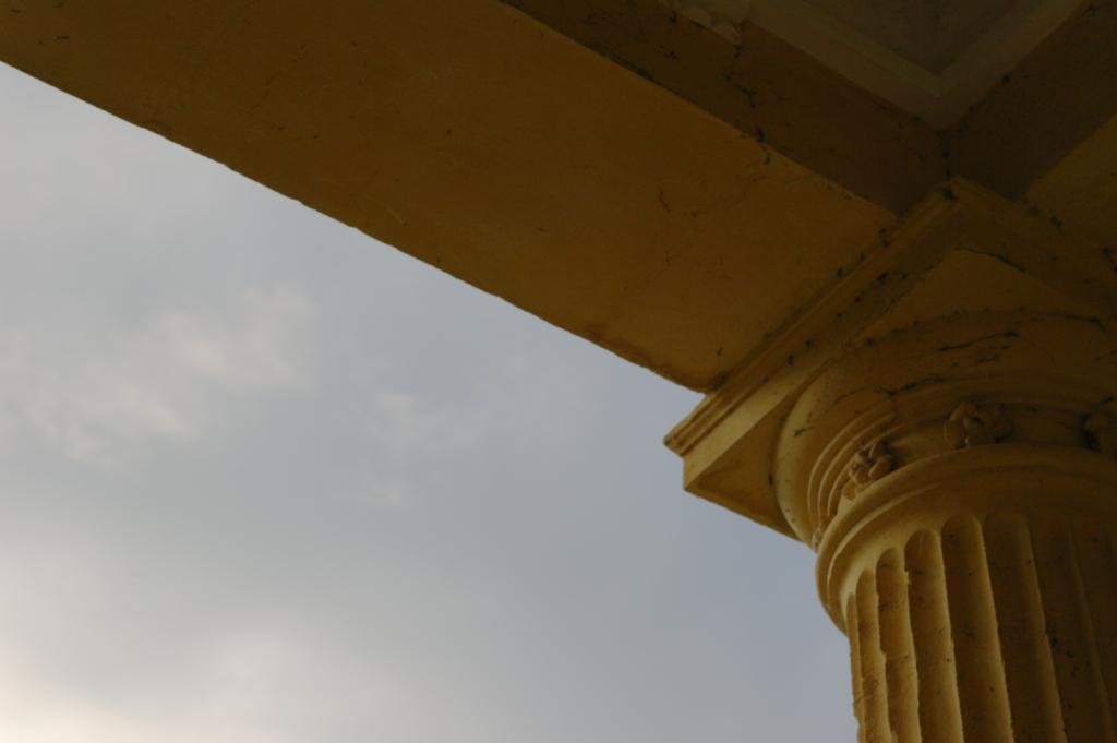 Pillar pavilion Stowe Gardens