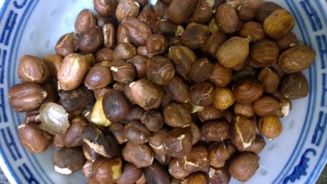Roasting hazelnuts cream filling