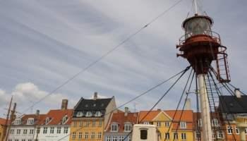 Boat-lookout-Nyhavn-Copenhagen-flag