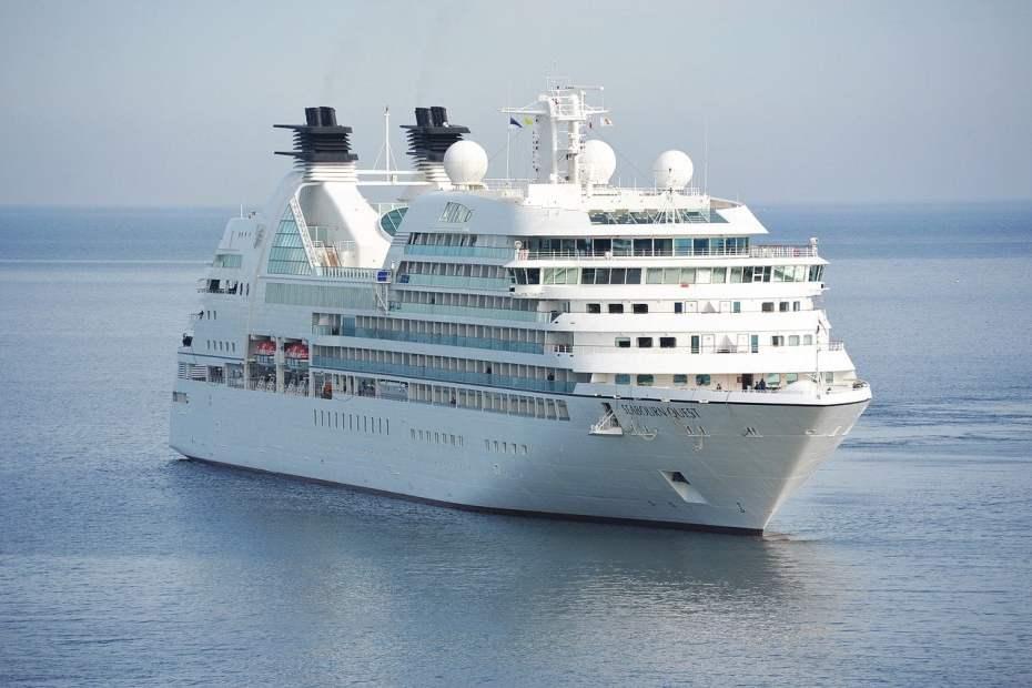 e830b6072df6093ecd0b470de7444e90fe76e7d71bb8124496f5c2_1280_cruise-ship