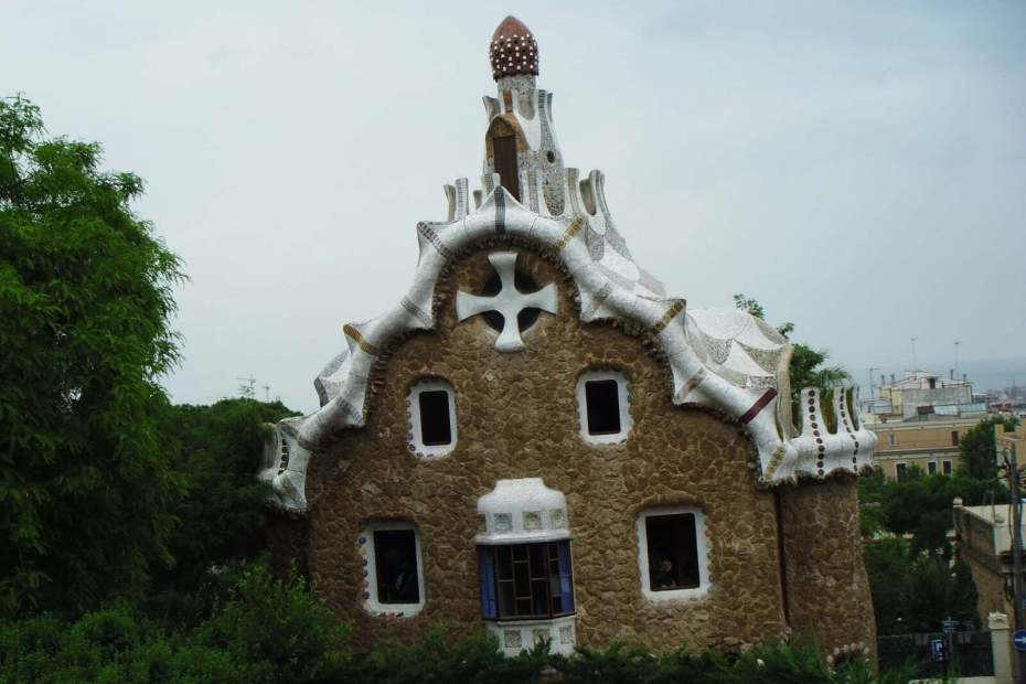 Gaudi's Gingerbread House in Parc Guell Looks Delicious 2
