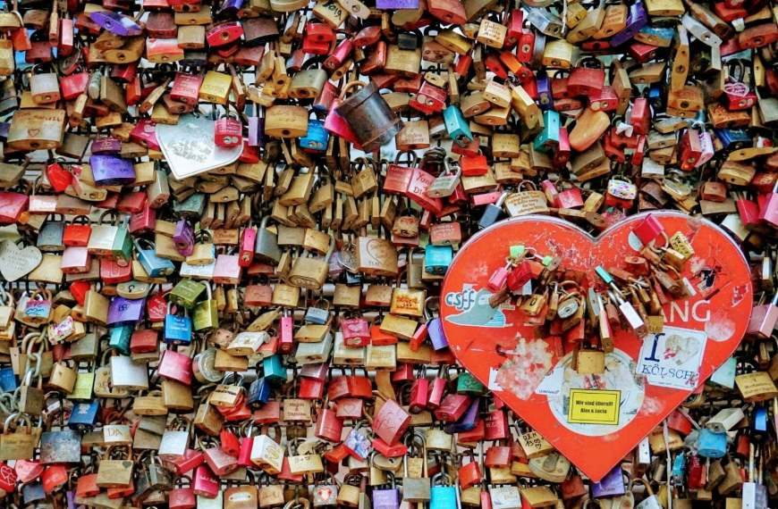 What To Write In A Valentine's Card? 20 Love Lyrics