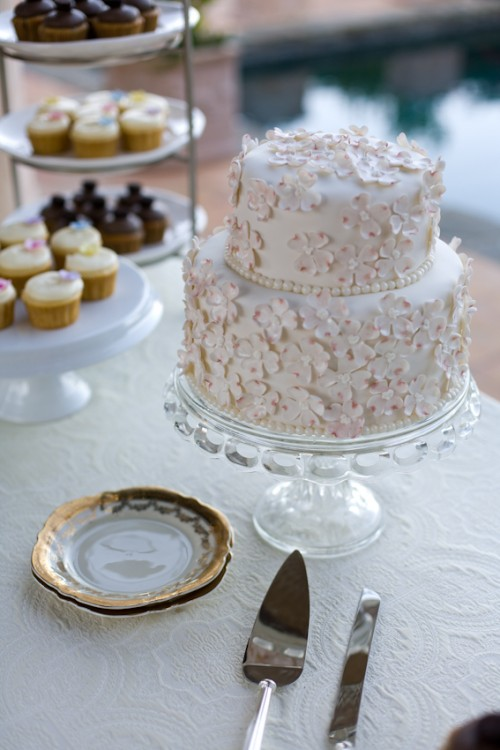 Two Tier Wedding Cake With Sugar Flowers Elizabeth Anne