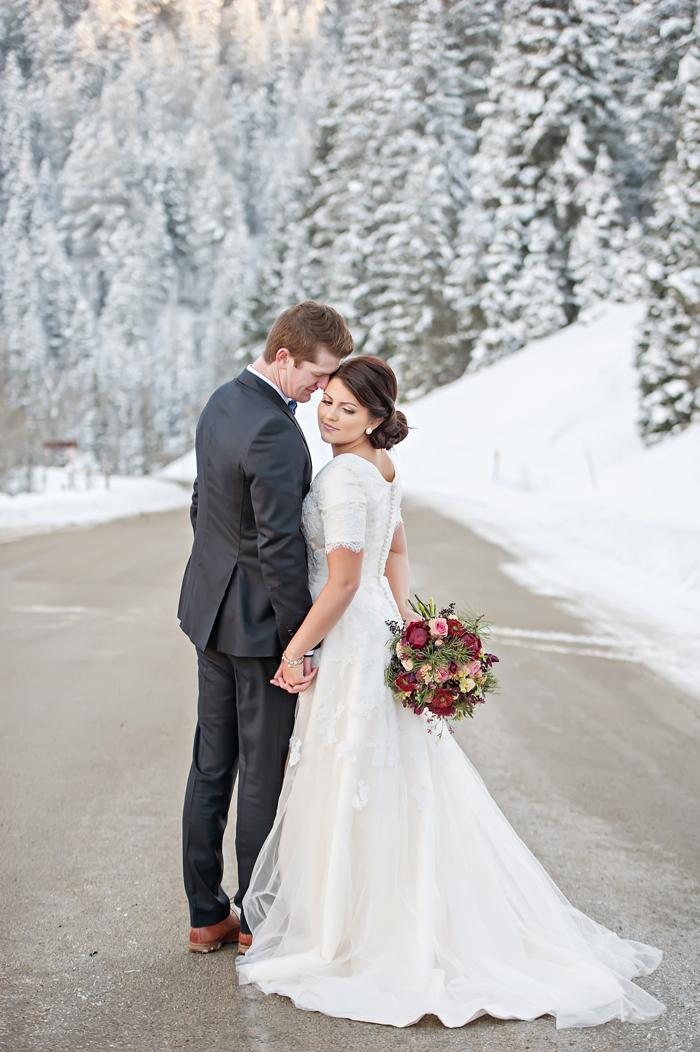 Snowy Winter Wedding Inspiration Elizabeth Anne Designs The Wedding Blog