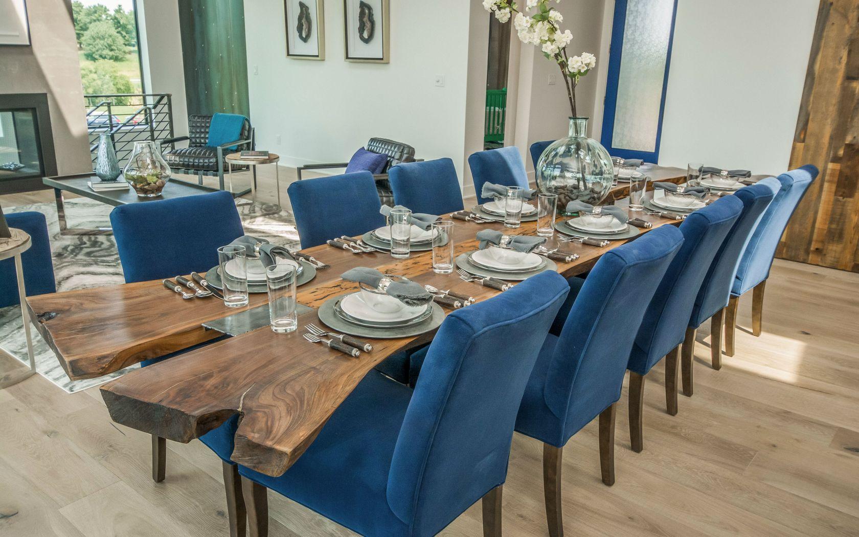 sofas by design des moines sofa cama chaise longue con arcon 2017 home show dining table elizabeth erin
