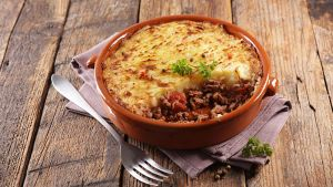 Shepherd's Pie, Also Known As Cottage Pie, Makes For a Delicious Meal For Any Day of The Week. Elizabeth Sutton Cooking Blog.