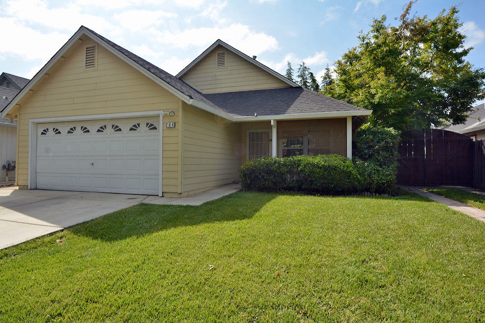 Open House Sunday at 204 White Oak Ln in Winters