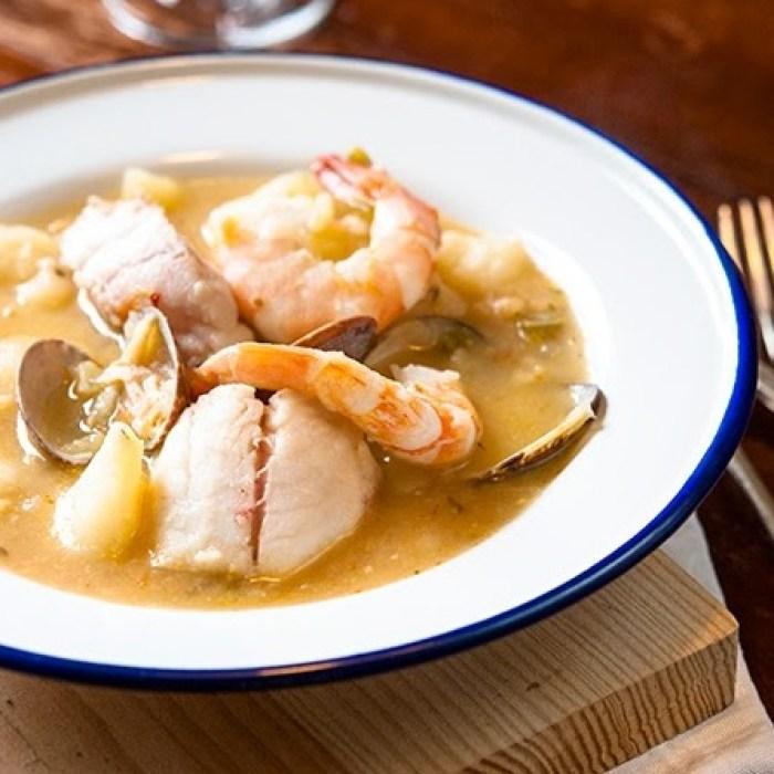 Guiso de patatas, pescado y marisco
