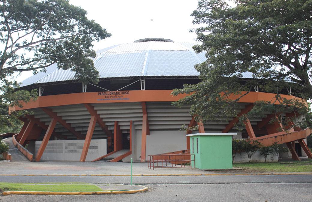 """El Pabellón Bajotecho Mario Ortega """"El Águila"""" es parte de las instalaciones del Complejo Deportivo Juan Pablo Duarte."""