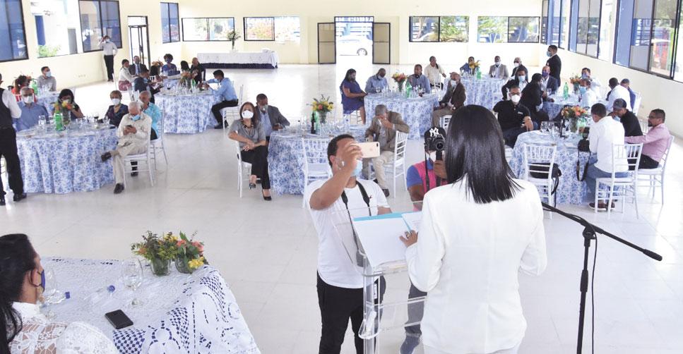 ❏ El acto protocolar se realizó bajo las medidas preventivas, impuestas por la actual situación sanitaria. Fotos SFMacoris.com/Silvio Rosario.