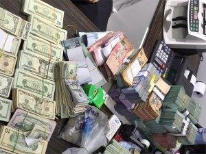 Dinero allanadon a la oficina financiera Inversiones Moya Bueno.