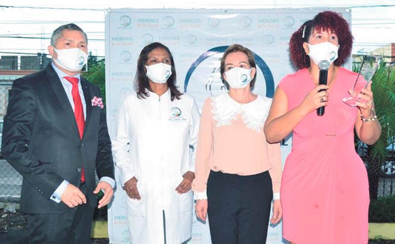 ❏ De derecha a izquierda, Dra. María Elena Sánchez Gomerez, en compañía de los doctores Janet Herrera Beltran, Damaris Matos y Ángel Almánzar.