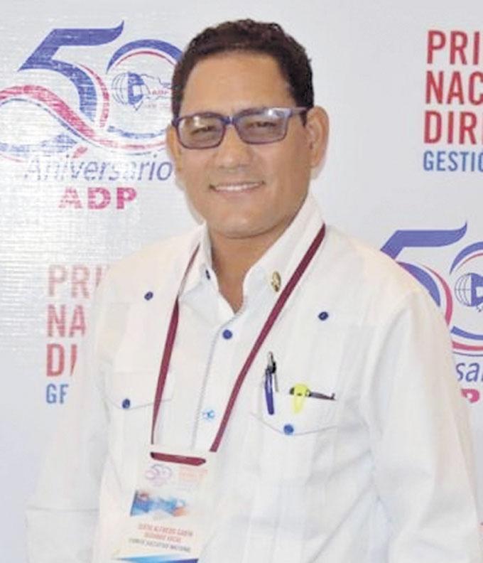 ❏ Sixto Gabín, Presidente de la ADP en San Francisco de Macorís, mantiene la propuesta de iniciar el año escolar en enero.