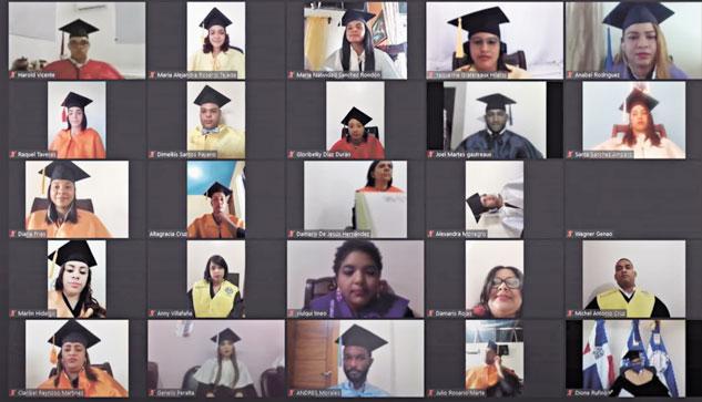 ❏ Los graduandos participaron de manera virtual.