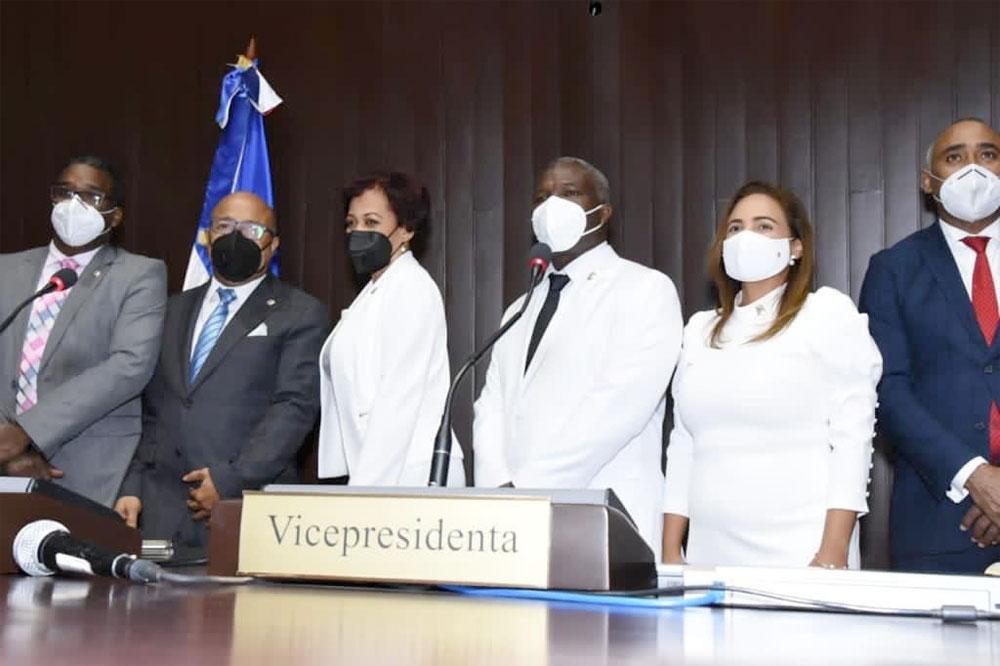 El presidente de la Cámara de Diputados, Alfredo Pacheco, juramentó a la diputada Dorina Yahaira Rodríguez Salazar como nueva representante de la provincia Duarte en una amena sesión celebrada en el congreso nacional.