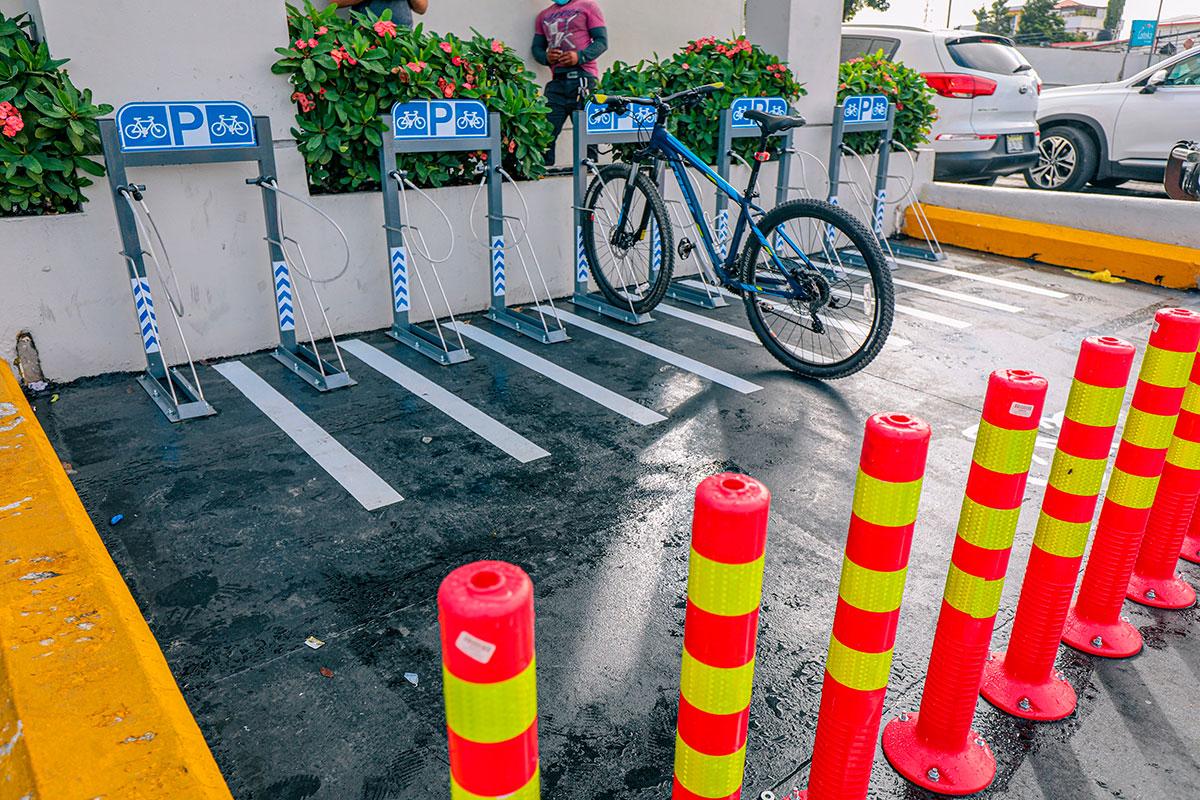 La instalación de biciparqueos por parte del Popular, en puntos estratégicos de su red de sucursales, tiene como finalidad incentivar la movilidad sostenible.