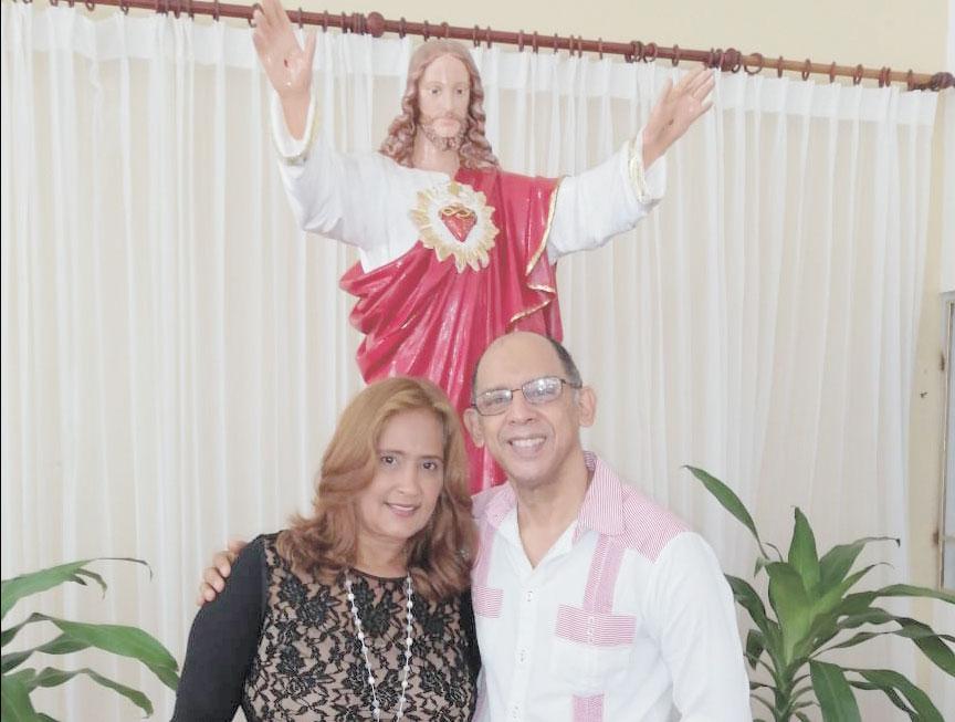 Celebraron 35 años de feliz unión matrimonial los esposos doctor Vinicio Bonilla y la Lic. María Reynoso, por tal motivo sus amigos de EL JAYA le desean muchas felicidades y una eterna luna de miel.