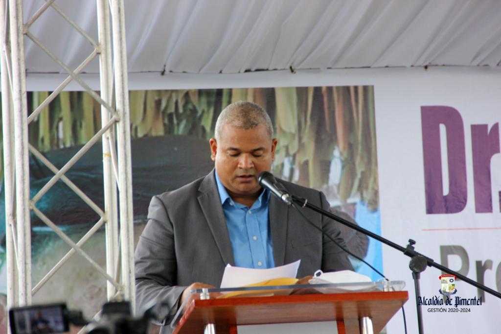 alcalde Noel Rafael Abreu Mora, rindió un cálido homenaje al doctor Manuel María Mora Serrano