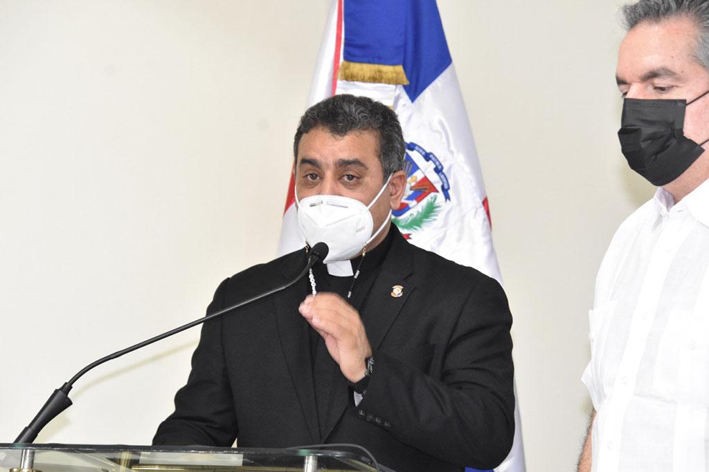 Vicerector academico de la UCNE, Reverendo Padre Isaac García de la Cruz.