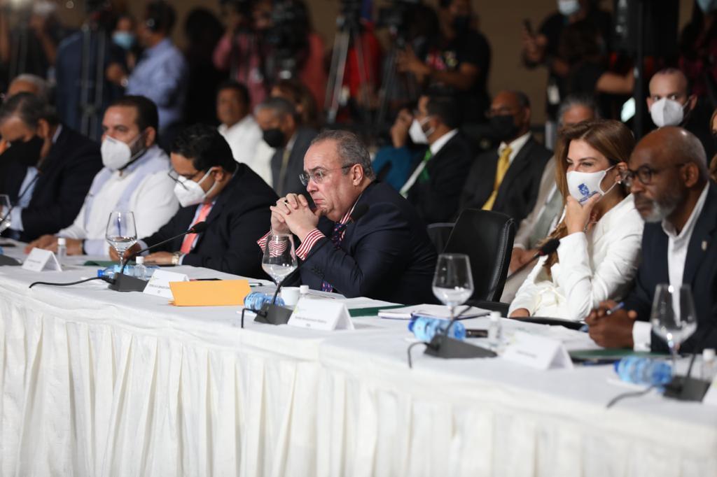 Presidente Abinader propone en Diálogo Nacional reformar Constitución para transformar la justicia