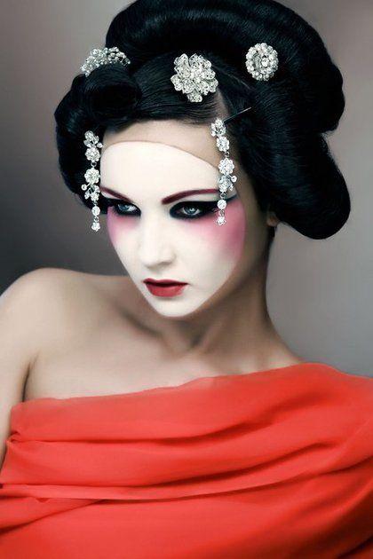 Beautiful Halloween Makeup Ideas 17