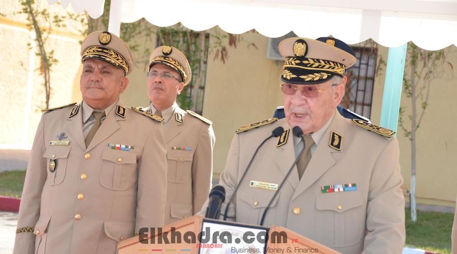 Gaïd Salah installe le Général-Major Mostefa Smaali dans ses nouvelles fonctions de Commandant de la 3ème RM 2