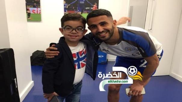 """رياض محرز يستقبل الطفل الجزائري""""المعجزة"""" عماد 24"""