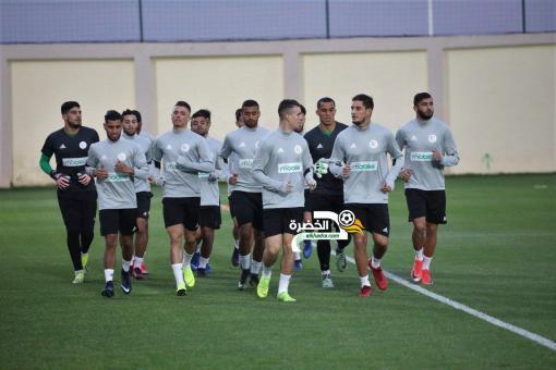 لاعبو المنتخب الوطني يصلون تباعا لتربص سيدي موسى 24