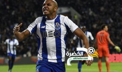 براهيمي يصل الدوحة لإتمام مفاوضات انضمامه لنادي الريان 26