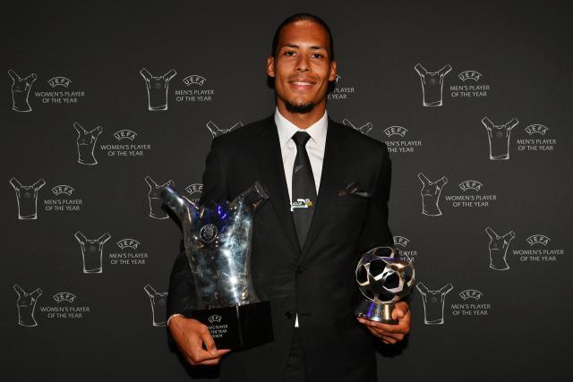 الهولندي فيرجيل فان دايك يتوج بجائزة أفضل لاعب في أوروبا 25
